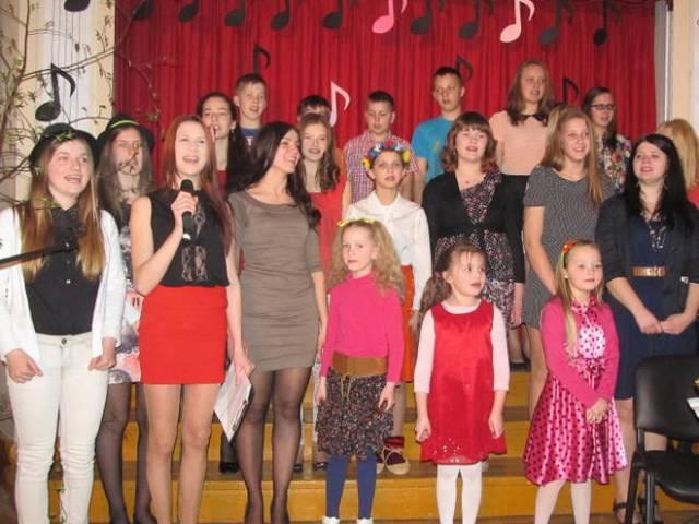 Koncertā sadziedas Skrundas novada skolēni
