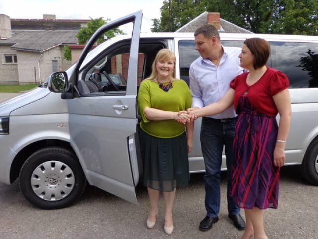 Jauns auto klientu pārvadāšanai