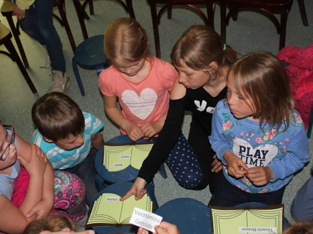 Maijs Skrundas Bērnu bibliotēkā