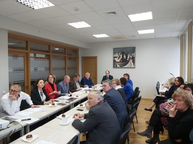 Kurzemē diskutē par investīciju programmu autoceļu attīstībai administratīvi teritoriālās reformas kontekstā